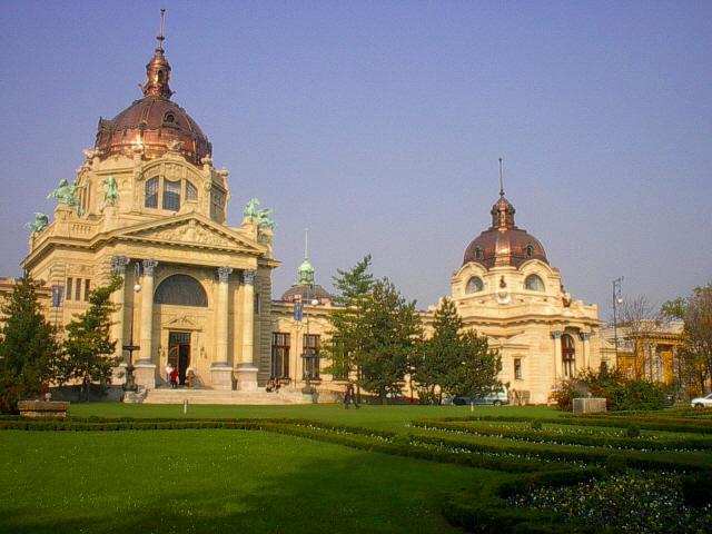 il bagno termale szchenyi uno dei maggiori complessi balneari deuropa il primo bagno termale di pest funzionava gia come bagno artesiano nel 1881